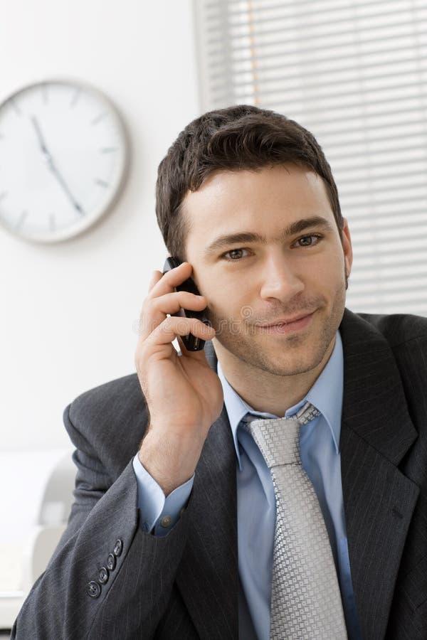 Uomo d'affari con il mobile immagine stock libera da diritti