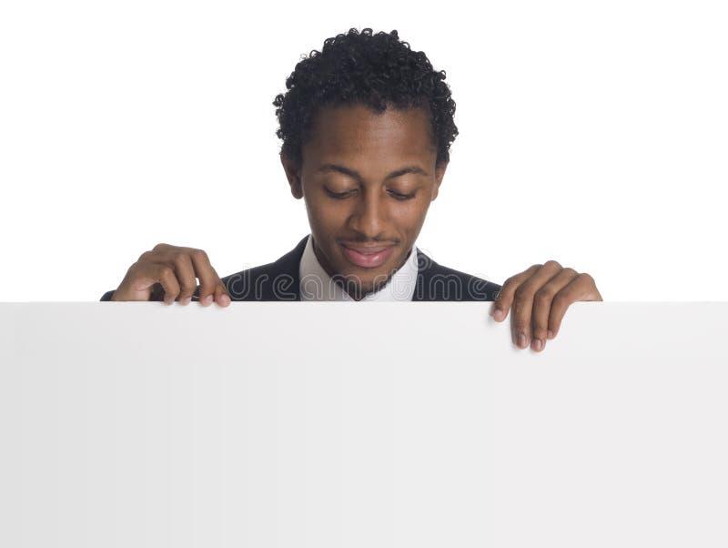 Uomo d'affari con il segno in bianco fotografia stock libera da diritti