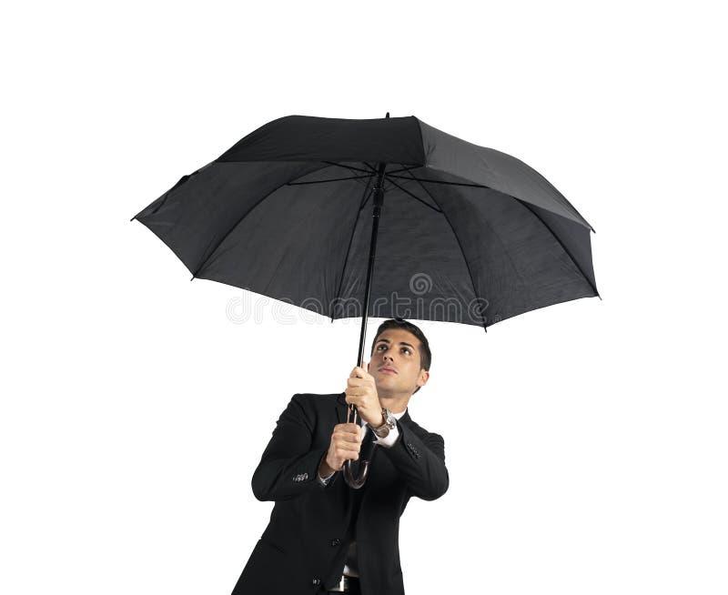 Uomo d'affari con l'ombrello Concetto della crisi Isolato su priorità bassa bianca fotografia stock