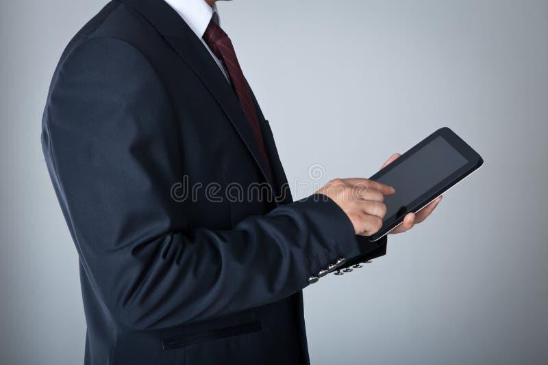 Uomo d'affari con la compressa digitale immagini stock