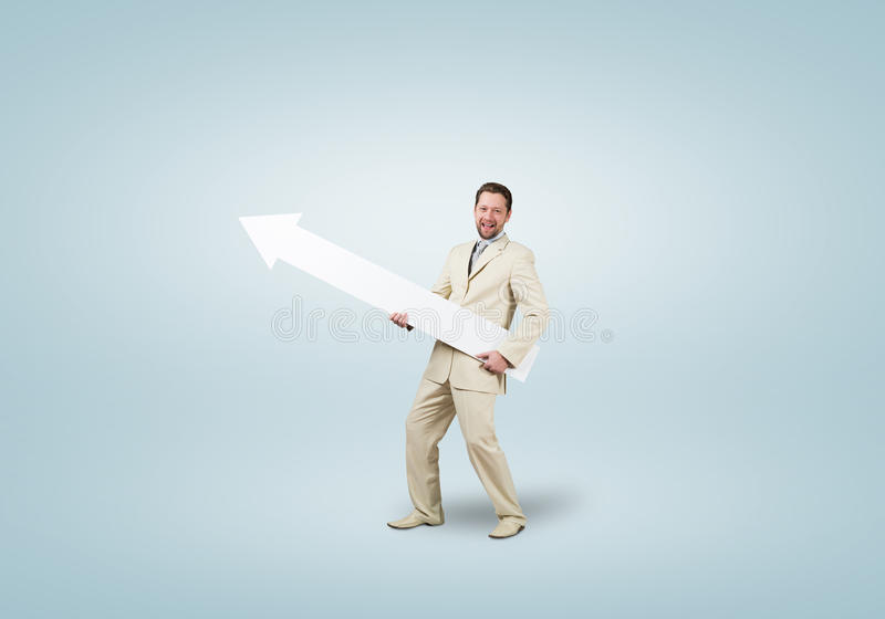 Uomo d'affari con la freccia immagine stock