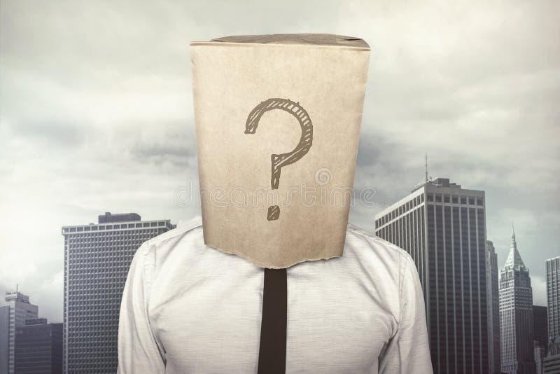 Uomo d'affari con un sacco di carta sulla testa immagine stock libera da diritti