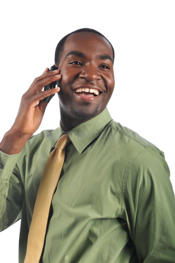Uomo d'affari dell'afroamericano sul telefono immagine stock