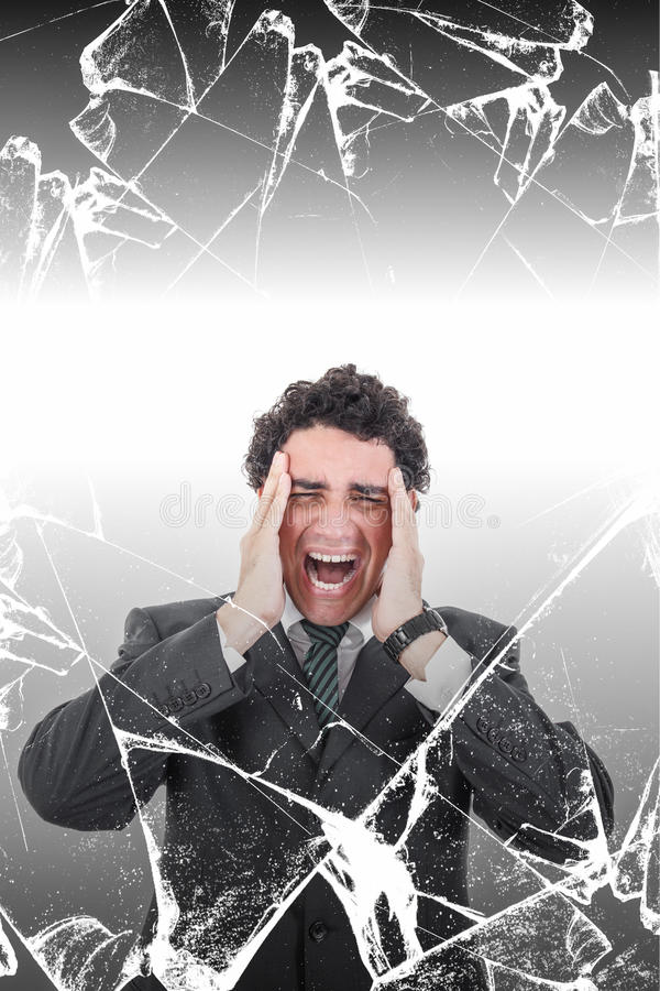 Uomo d'affari disturbato con l'emicrania che grida nel dolore dietro brok immagini stock libere da diritti