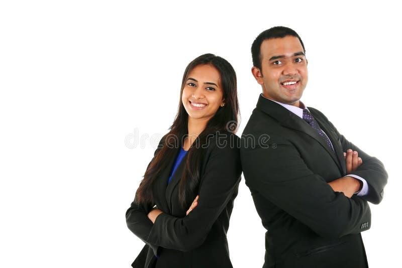 Uomo d'affari e donna di affari indiani nel gruppo che sta con le mani piegate immagini stock libere da diritti