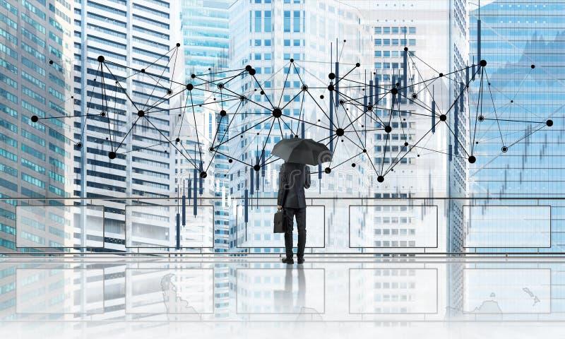 Uomo d'affari elegante che sta con il paesaggio urbano moderno posteriore e di sguardo di affari Media misti immagini stock