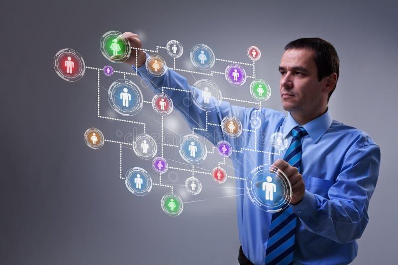 Uomo d'affari che accede all'interfaccia moderna della rete sociale illustrazione di stock