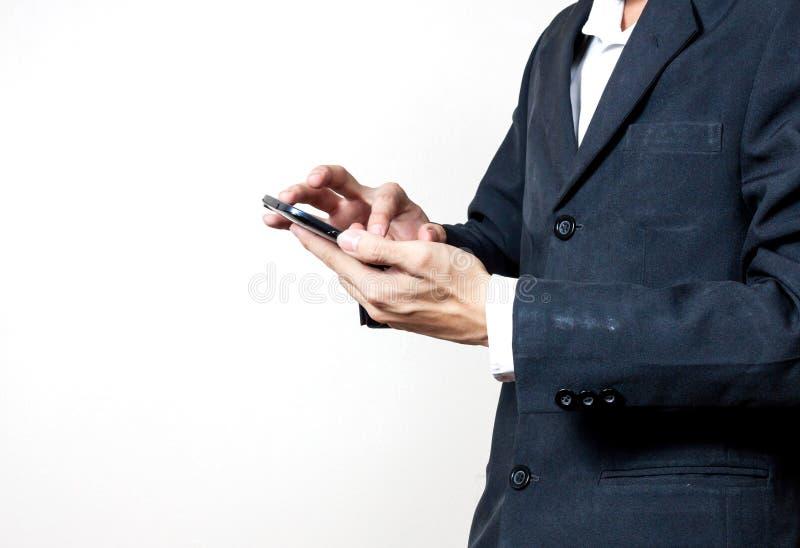 Uomo d'affari facendo uso di uno smartphone digitale fotografia stock libera da diritti
