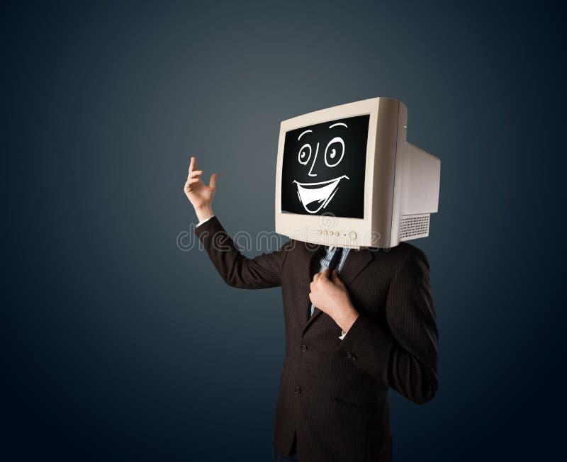 Uomo d'affari felice con una testa del monitor del PC e un fronte sorridente fotografie stock