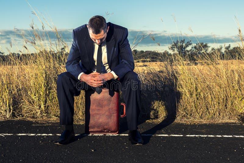 Download Uomo D'affari Frustrato Nell'entroterra Fotografia Stock - Immagine di contemplation, avanti: 56884686