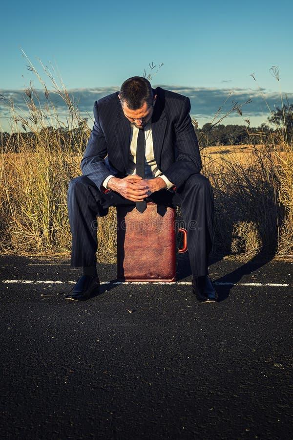 Download Uomo D'affari Frustrato Nell'entroterra Immagine Stock - Immagine di concetto, vuoto: 56887627