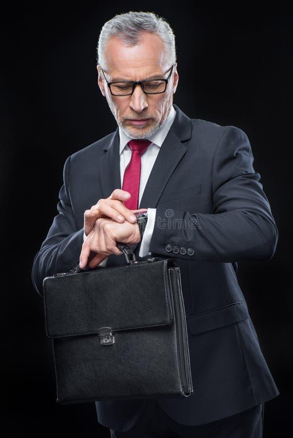 Uomo d'affari Holding Briefcase fotografia stock