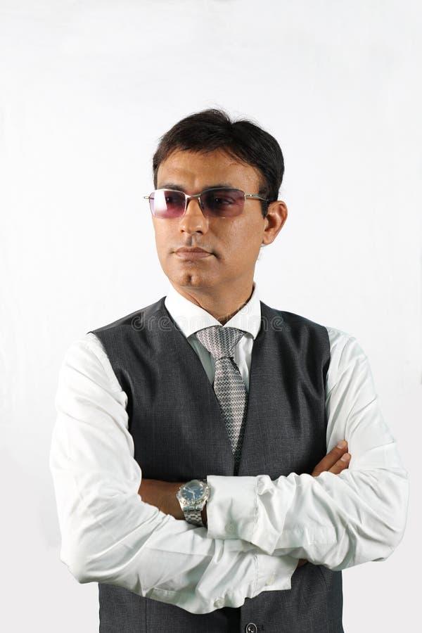 Uomo d'affari indiano sicuro Executive con gli occhiali da sole fotografia stock