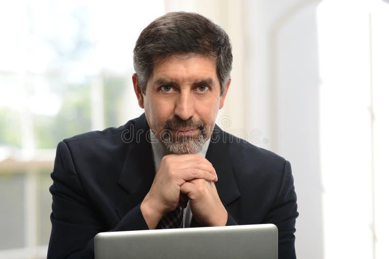 Uomo d'affari ispano maturo immagine stock libera da diritti