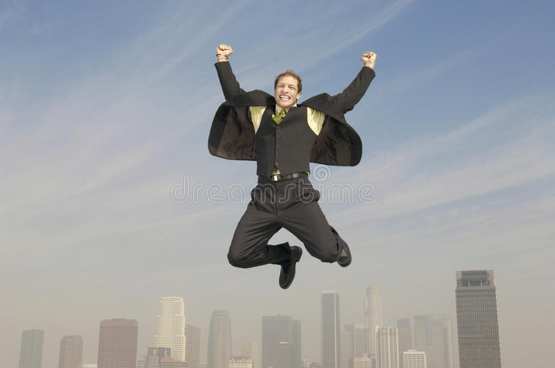 Uomo d'affari Jumping In Joy Above City fotografia stock