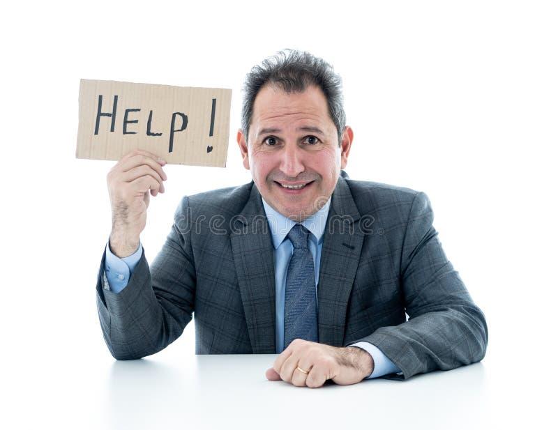 Uomo d'affari maturo attraente enorme e stanco tenendo un segno di aiuto fotografia stock