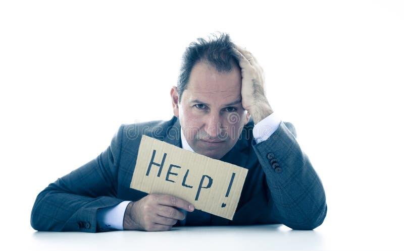 Uomo d'affari maturo attraente enorme e stanco tenendo un segno di aiuto immagini stock libere da diritti