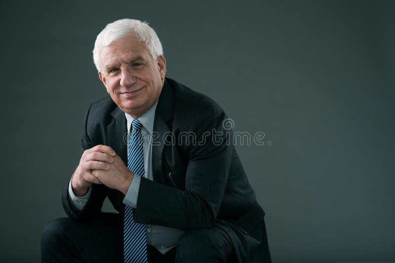 Uomo d'affari maturo sicuro fotografia stock libera da diritti