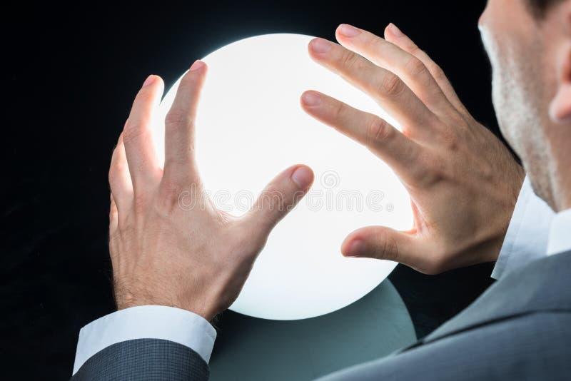 Uomo d'affari Predicting Future On Crystal Ball fotografia stock libera da diritti