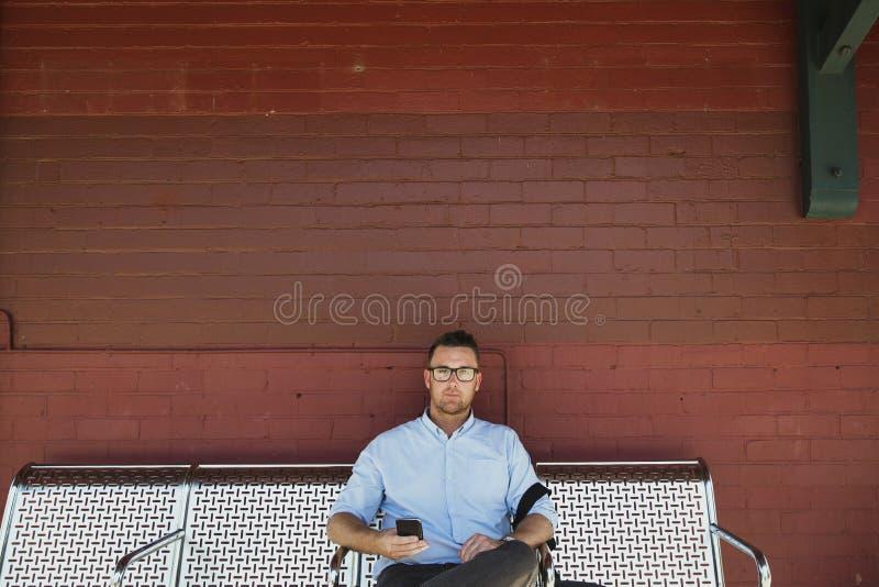 Uomo d'affari Ready da ottenere di lavorare fotografie stock