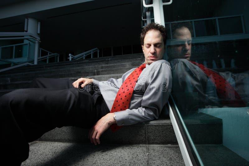 Uomo d'affari senza casa immagini stock