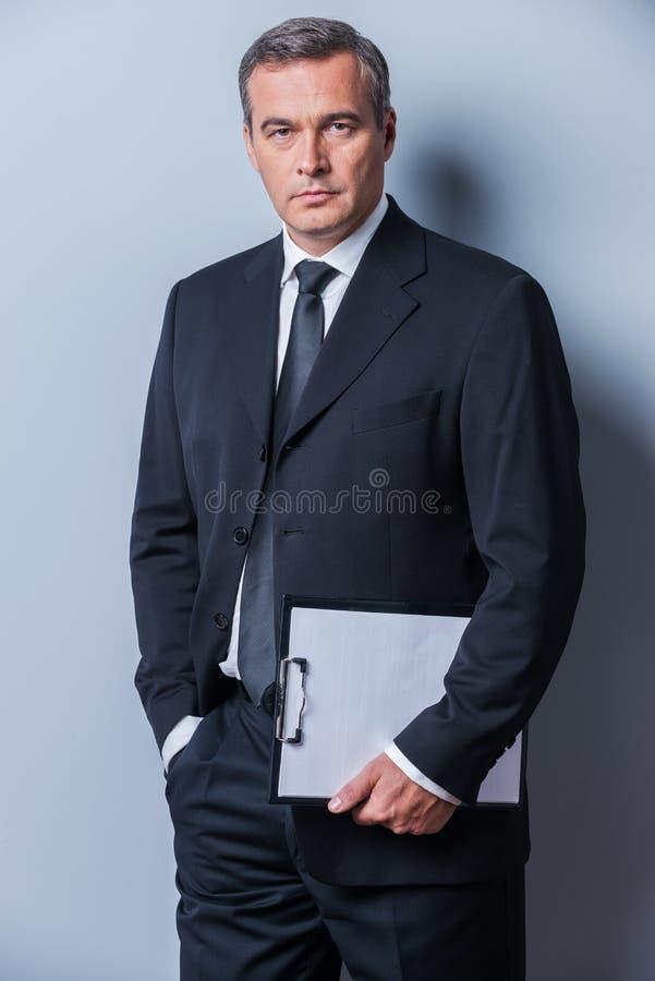 Uomo d'affari sicuro immagine stock libera da diritti