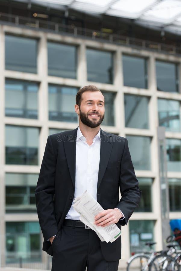 Uomo d'affari sicuro rilassato immagini stock libere da diritti
