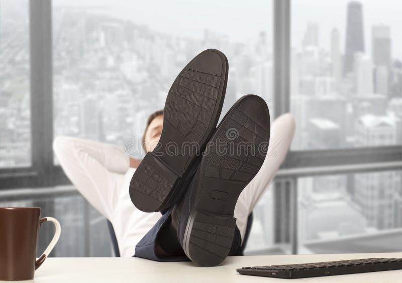 Uomo d'affari stancato immagine stock libera da diritti