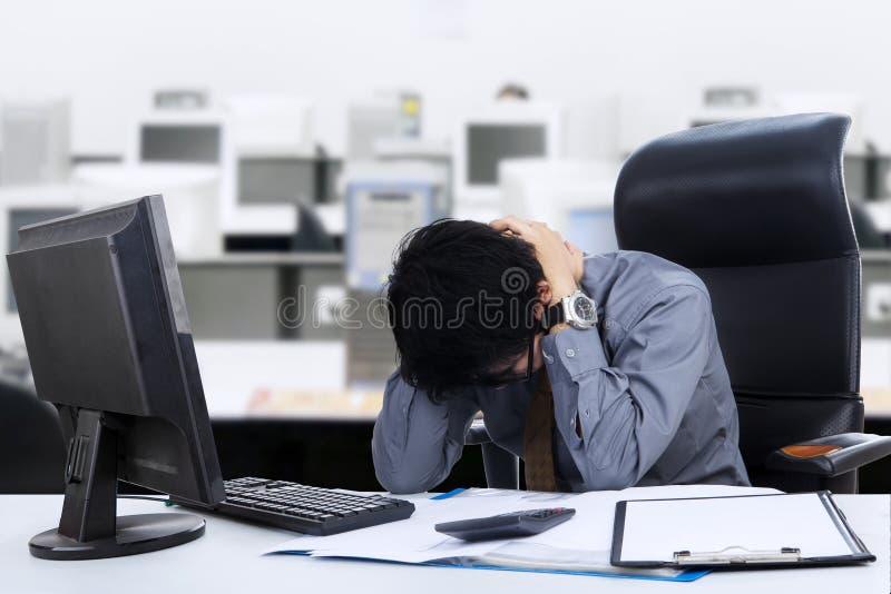 Uomo d'affari stressante fotografie stock libere da diritti