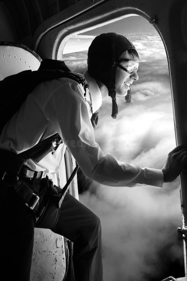 Uomo d'affari - un paracadutista. fotografia stock