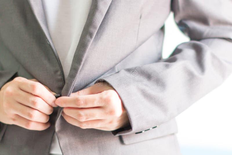 Download Uomo D'affari In Vestito Casuale Su Fondo Bianco Immagine Stock - Immagine di background, sicuro: 117978535