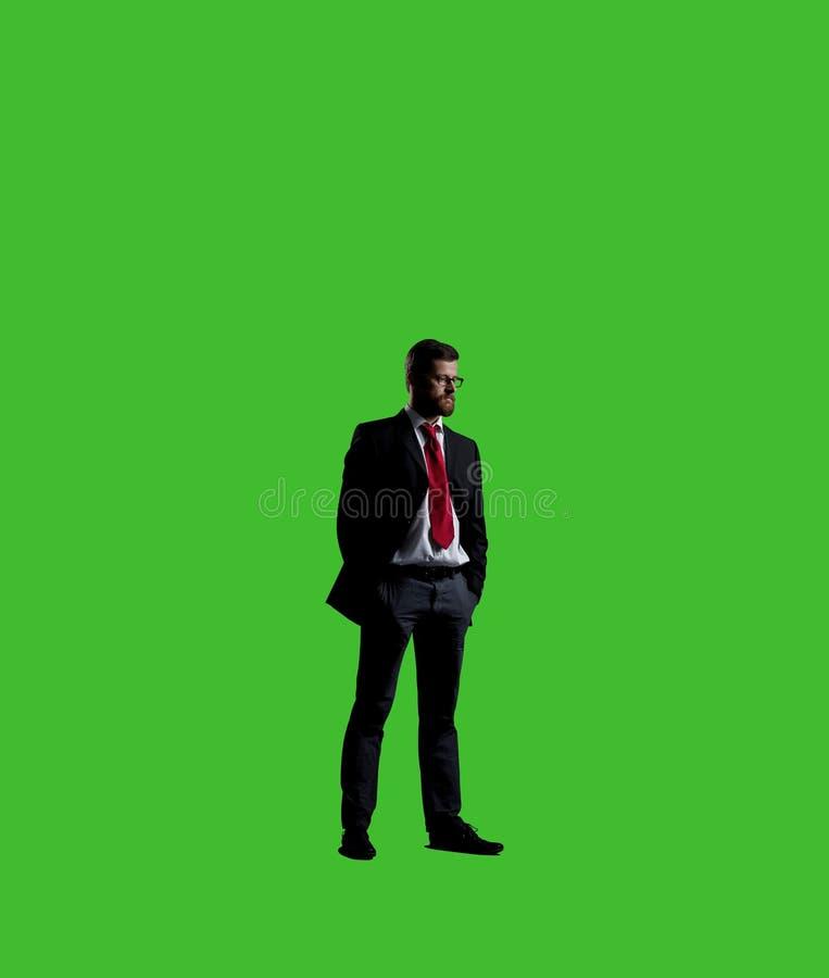 Uomo d'affari in vestito ed in legame Fondo nero con copyspace Bu immagine stock libera da diritti