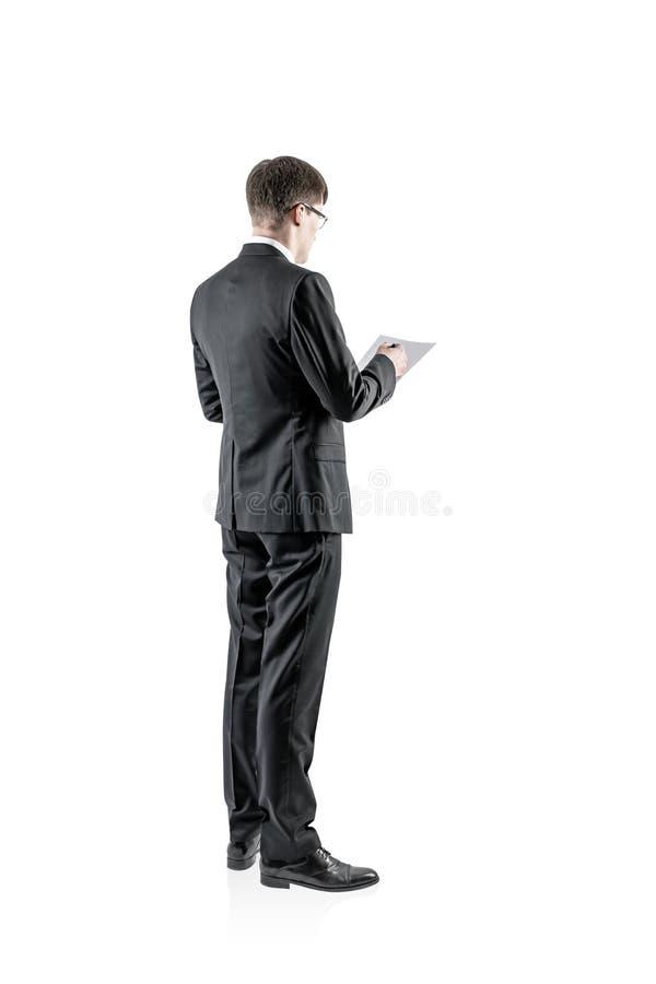 Uomo d'affari in vetri che fanno le note, isolate fotografia stock libera da diritti