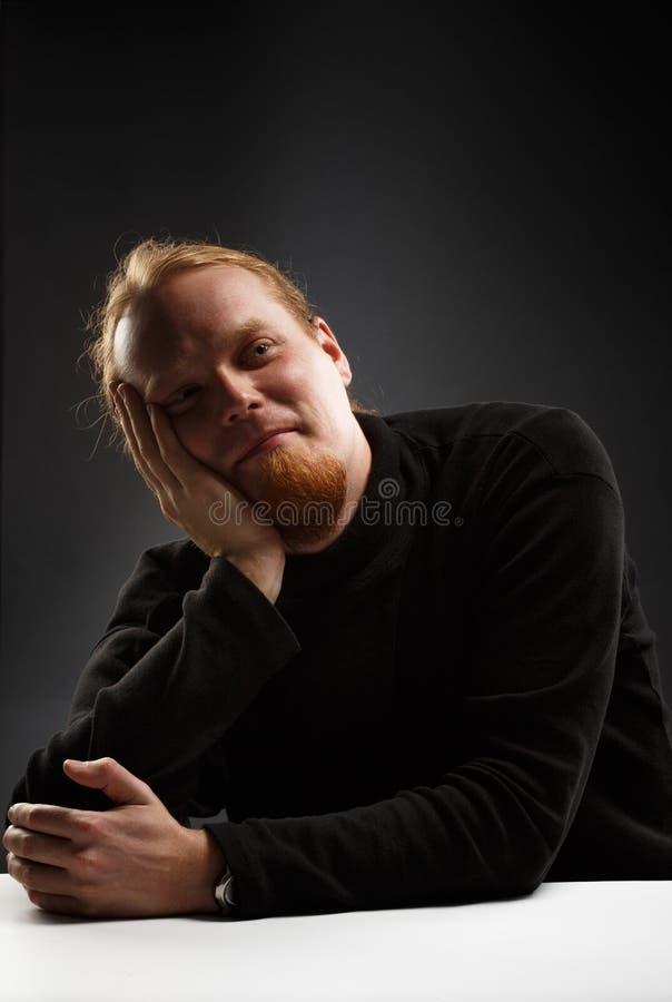Uomo dai capelli rossi sorridente fotografie stock