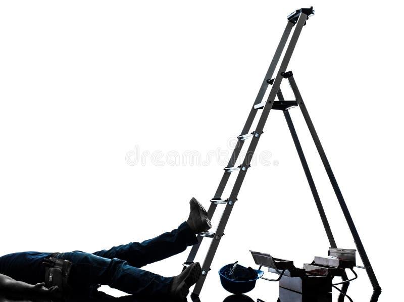 Uomo del lavoratore manuale di incidente che cade dalla siluetta della scala immagine stock libera da diritti