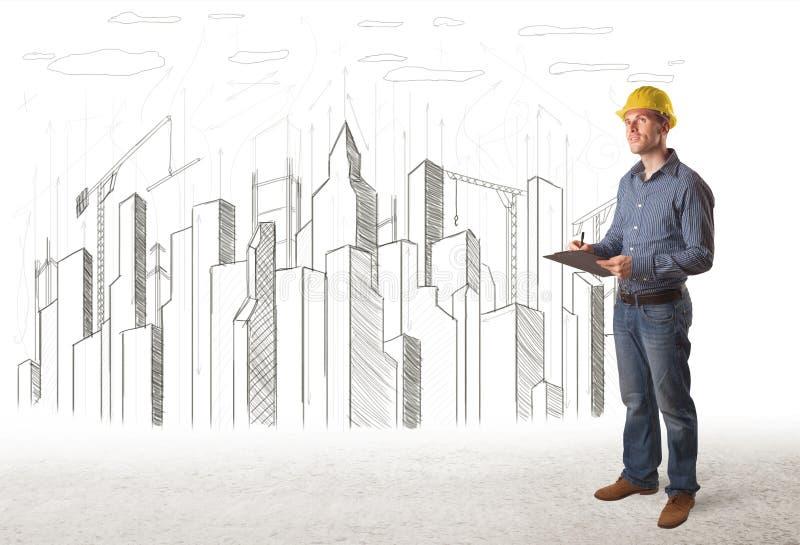 Uomo dell'ingegnere con la città della costruzione che assorbe fondo fotografia stock libera da diritti