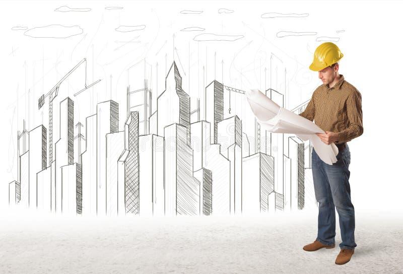 Uomo dell'ingegnere di affari con la città della costruzione che assorbe fondo fotografie stock libere da diritti