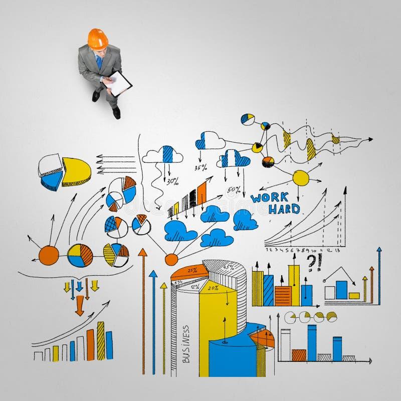 Uomo dell'ingegnere e la sua strategia aziendale immagine stock
