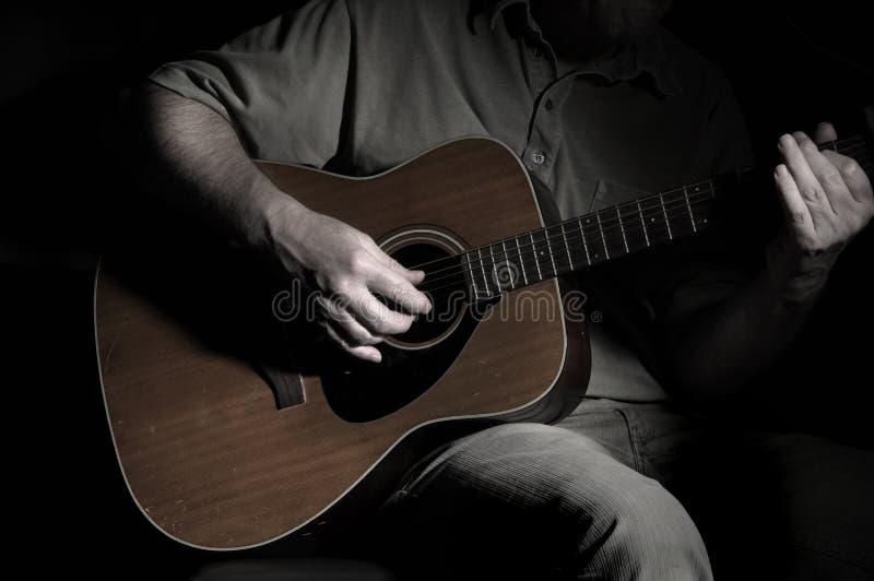 Uomo della chitarra fotografia stock