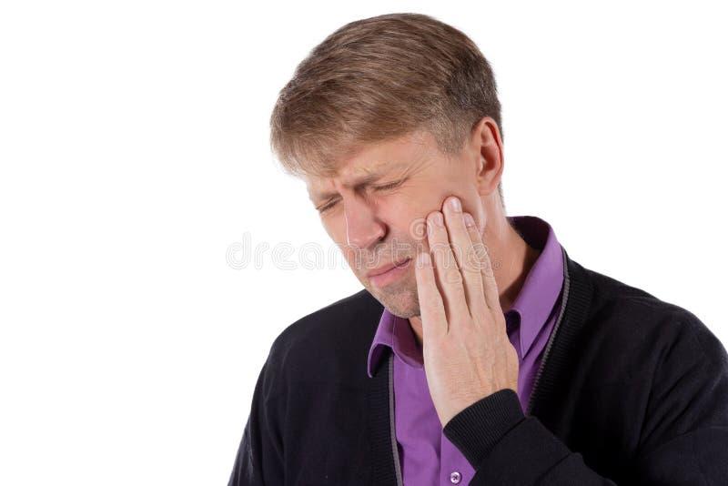 uomo depresso triste nel dolore che tiene la sua guancia Ritratto di un uomo su priorità bassa bianca Espressione facciale di emo immagine stock libera da diritti