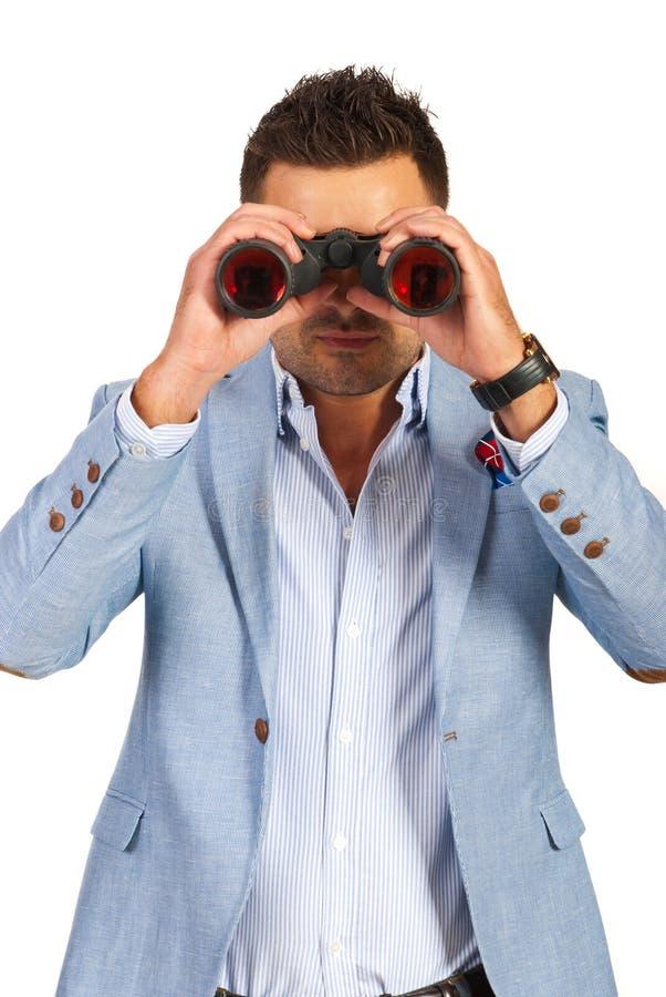 Uomo di affari che guarda con binoculare immagini stock libere da diritti