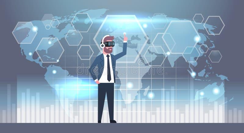 Uomo di affari che indossa i vetri 3d facendo uso dell'interfaccia utente futuristica con tecnologia di realtà virtuale del fondo illustrazione di stock