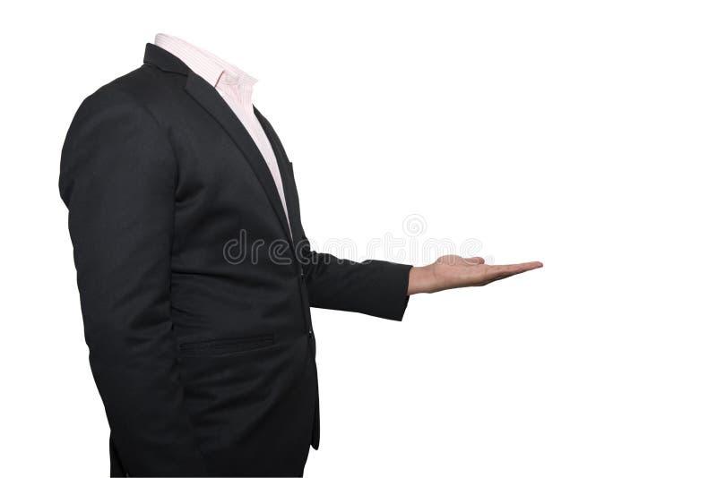 Uomo di affari che mostra qualcosa sulla sua mano isolata sulle sedere bianche immagine stock