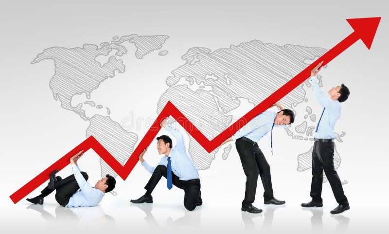 Uomo di affari che spinge un grafico commerciale verso l'alto royalty illustrazione gratis