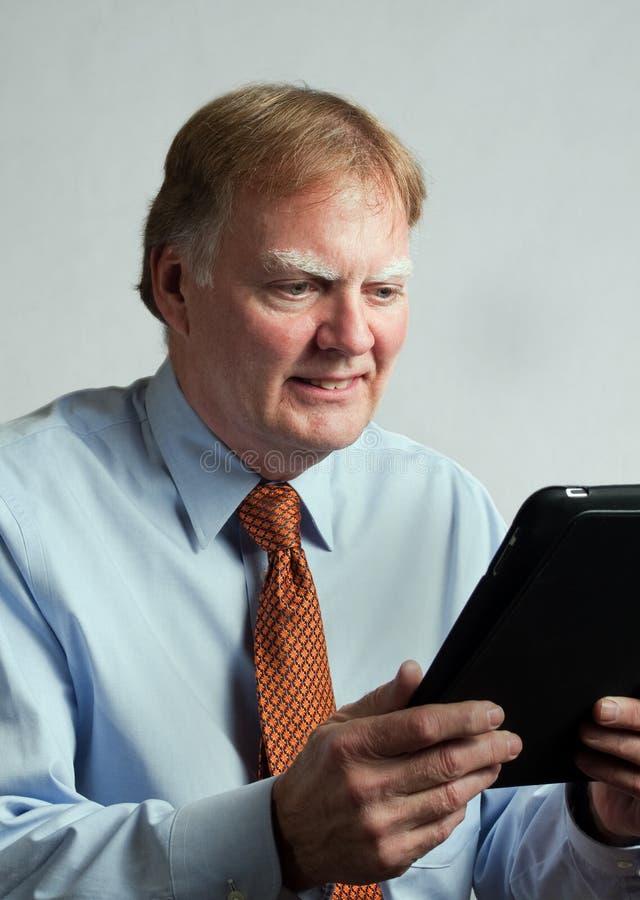 Uomo di affari con il calcolatore tenuto in mano fotografia stock libera da diritti