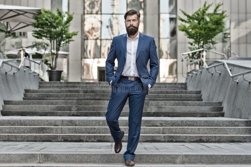 Uomo di affari dello specialista di PR charisma uomo nel vestito di modo Vita moderna modo maschio convenzionale dello specialist fotografie stock