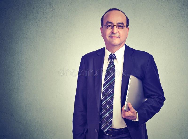 Uomo di affari maturi con il computer fotografia stock libera da diritti