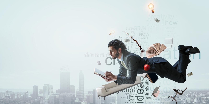 Uomo di affari sul lavoro sul fondo di paesaggio urbano immagine stock libera da diritti