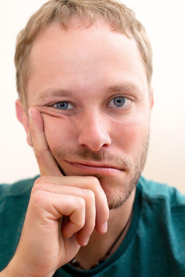 Uomo di cattivo umore fotografia stock libera da diritti