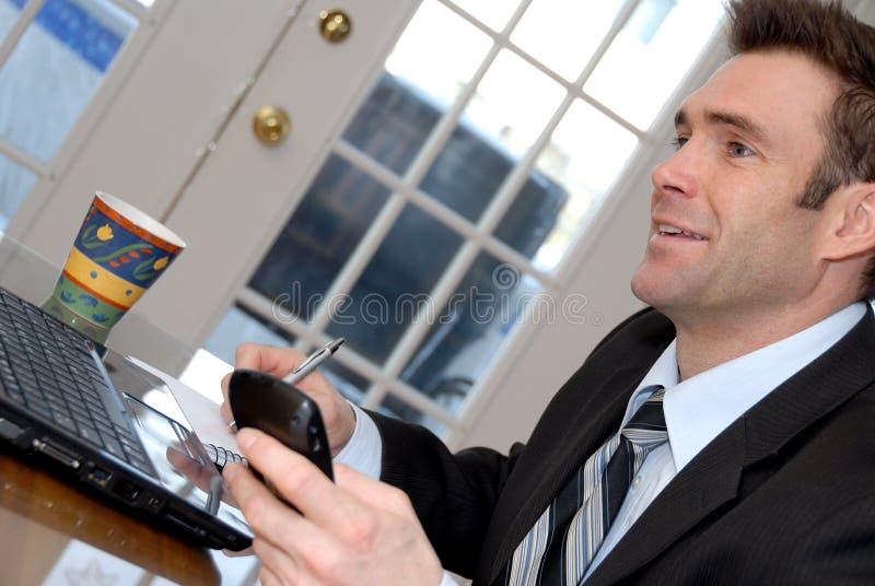 Uomo di conversazione fotografie stock